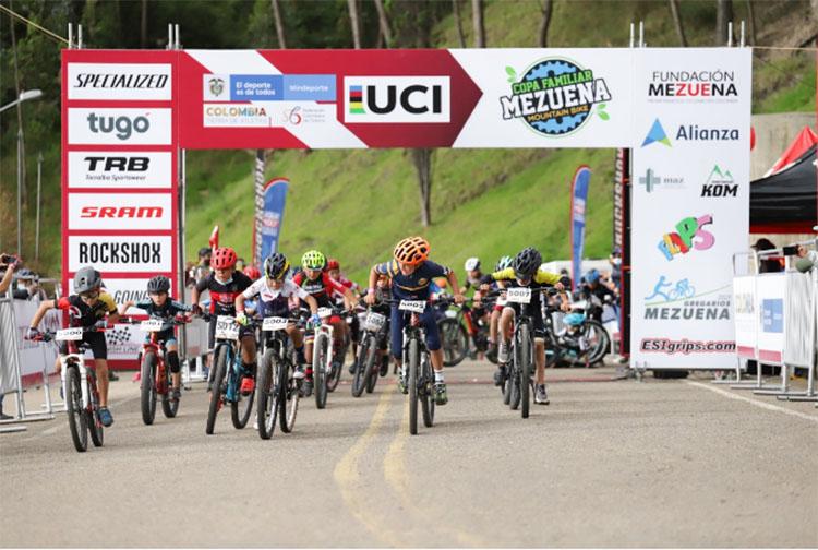 Espectacular la Copa Mezuena UCI en Zipaquirá.