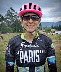 Valentina en el equipo mexicano Farmacia París
